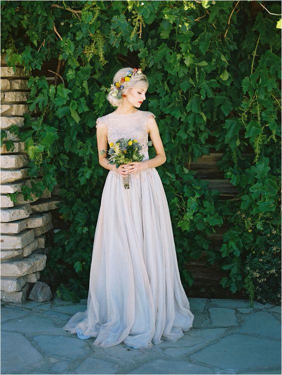 Táto nevesta je krásna! Šaty aj účes, nádhera! :) - Obrázok č. 2
