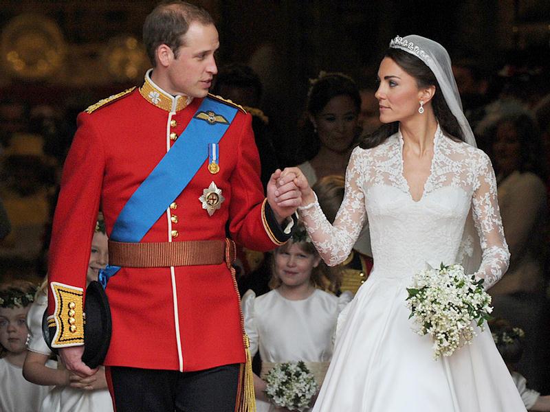 """Nevesty, ktoré ste mali """"kráľovský"""" dátum svadby 29.4. (Kate Middleton a Prince William mali svadbu tiež v tento deň a v sobotu oslávili 6. výročie svadby), ohláste sa, pochváľte sa, podeľte sa o prvé fotky a svoje dojmy z vášho svadobného dňa! Netrpezlivo už očakávame vaše šťastné a úsmevné okamihy, ktoré určite mnohých budúcim nevestám dodajú odvahu :) Všetkým vám gratulujem, prajem veľa veľa lásky a manželstvo ešte krajšie, ako vás svadobný deň! @fulmi @katkaamato @zuzanka1207 @malinkazk @jese1 @jane338 @mkolin @lacathe @jarmat @suesun7 @ zuna116 @drobec22 @miriama29 @andiki @angelika3132 @deen_a @dinr @ewka93 a mnohé ďalšie :) - Obrázok č. 1"""