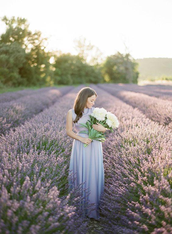 Svadobné fotky v levanduľovom poli, to je nekonečná nádhera! Neviete o nejakom levanduľovom poli na Slovensku? :) - Obrázok č. 2
