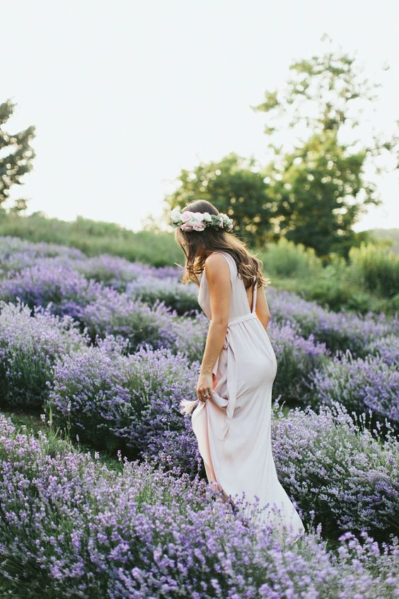 Svadobné fotky v levanduľovom poli, to je nekonečná nádhera! Neviete o nejakom levanduľovom poli na Slovensku? :) - Obrázok č. 3