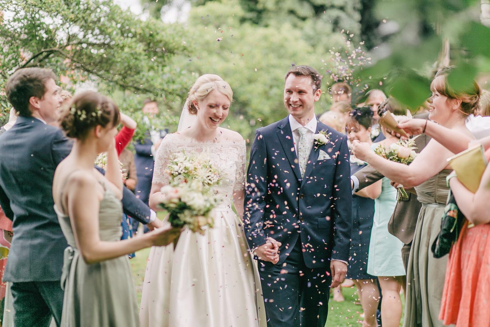 """Milé dámy, pre tie z vás, ktorým je FB bližší a chceli by sa o svadbe rozprávať aj tam, sme vytvorili skupinu """"Svadba a všetko okolo nej"""": https://www.facebook.com/groups/345428072553316 :) vytvorili sme ju ako ako doplnok k stránke Moja svadba, ale budeme radi, ak bude slúžiť aj nevestám, ktorým je prostredie Facebooku sympatickejšie a radšej sa o svojich svadobných prípravách budú radiť tam :) Tak sa pridajte a popozývajte aj ďalšie kamarátky, nevesty, a zdieľajme svadobné radosti a starosti spolu. Ako sa vraví, viac hláv, viac rozumu, viac svadobných rád a inšpirácií :) A skupina je uzavretá, takže budúci manžel ani rodina vaše plánovacie príspevky neuvidia :) - Obrázok č. 1"""