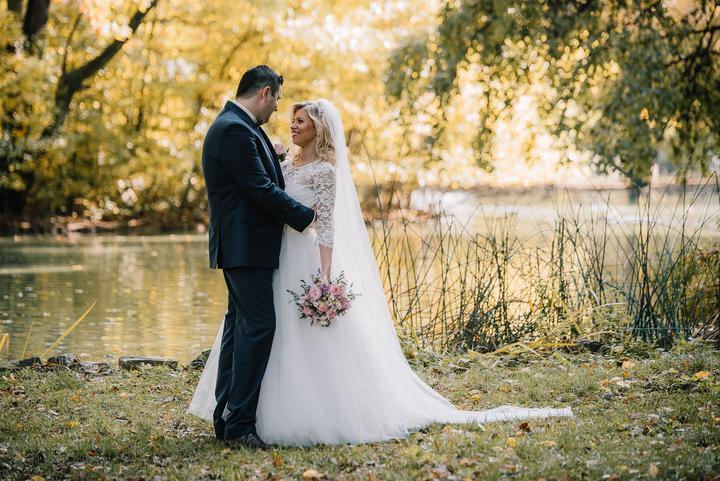 Dnes máme v našom svadobnom magazíne krásny článok, na ktorom sa podieľali naše jesenné nevesty @lucydia @matilda1981 @sunnyke @vlcik1 @nelnel a @herodias (ktorá je zároveň aj autorkou článku). Všetky z vás, ktoré milujete jeseň a tiež plánujete svoju svadbu práve v tomto období, určite toto čítanie a pozeranie poteší a inšpiruje: https://www.mojasvadba.sk/jesenna-svadba/ Ďakujem všetkým nevestám za to, že sú inšpiráciou a pomohli s tvorbou tohto článku :) - Obrázok č. 1