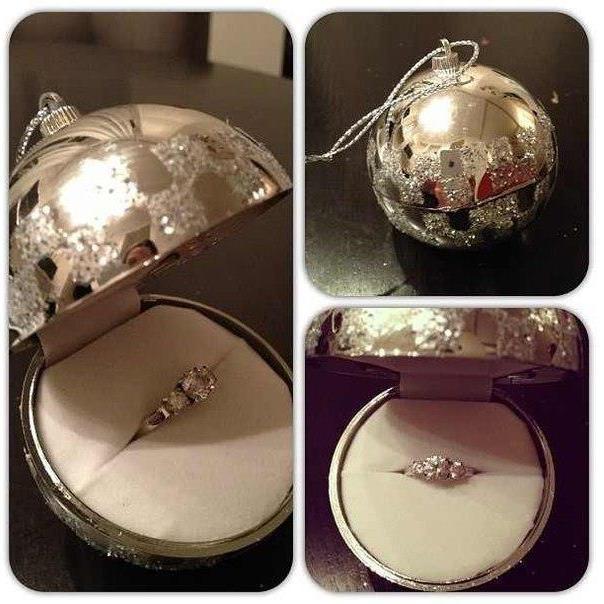 Máme tu nejaké čerstvé snúbenice, ktoré si našli svoj zásnubný prsteň pod stromčekom? :) Ohláste sa, pochváľte sa a ukážte svoj zásnubný prsteň alebo prvú spoločnú fotku s partnerom po zásnubách. Ja už som na vás všetky zvedavá :) - Obrázok č. 1