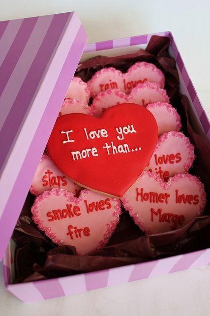Ja viem, že Valentín je pre mnohých komerčný sviatok, (veď ja sama ho tiež veľmi neuznávam), ale na druhej strane, nie je to milé, že aj úplní neromantici sa v tento deň snažia vymyslieť niečo, čím potešia svoju drahú? :) Ako pred malou chvíľou písala @tatiana263 ktorá dostala do práce pizzu v tvare srdiečka alebo @svadba1818 ktorej do práce prišla kytica kvetov s ľúbostným listom. No nie je to krásne? :) Dajte ešte nejaké pekné valentínske príbehy, nech si spravíme deň ešte krajším :) Čím vás dnes potešil váš partner? :) - Obrázok č. 1