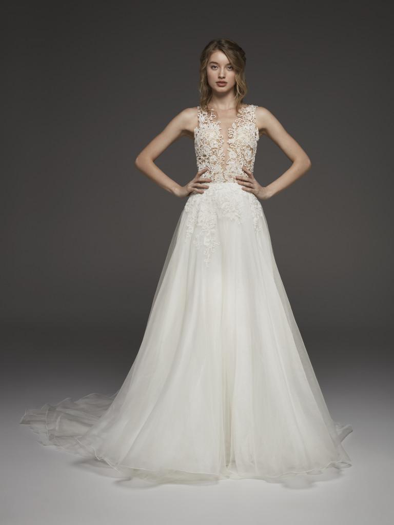 Obľúbený Atelier Pronovias už predstavuje svadobné šaty z kolekcie na rok 2019. Ktoré šaty by ste si vybrali vy? Ja sa akosi neviem rozhodnúť :) - Obrázok č. 1