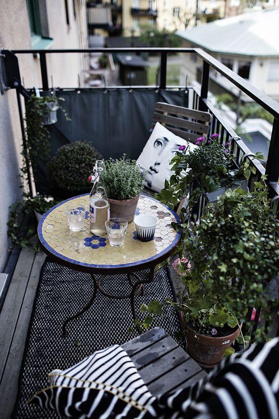 Malý balkón s veľkou atmosférou - inšpirácie - Obrázok č. 2