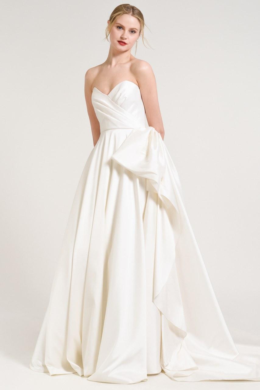 Svadobné šaty z kolekcií na rok 2019 - Obrázok č. 17