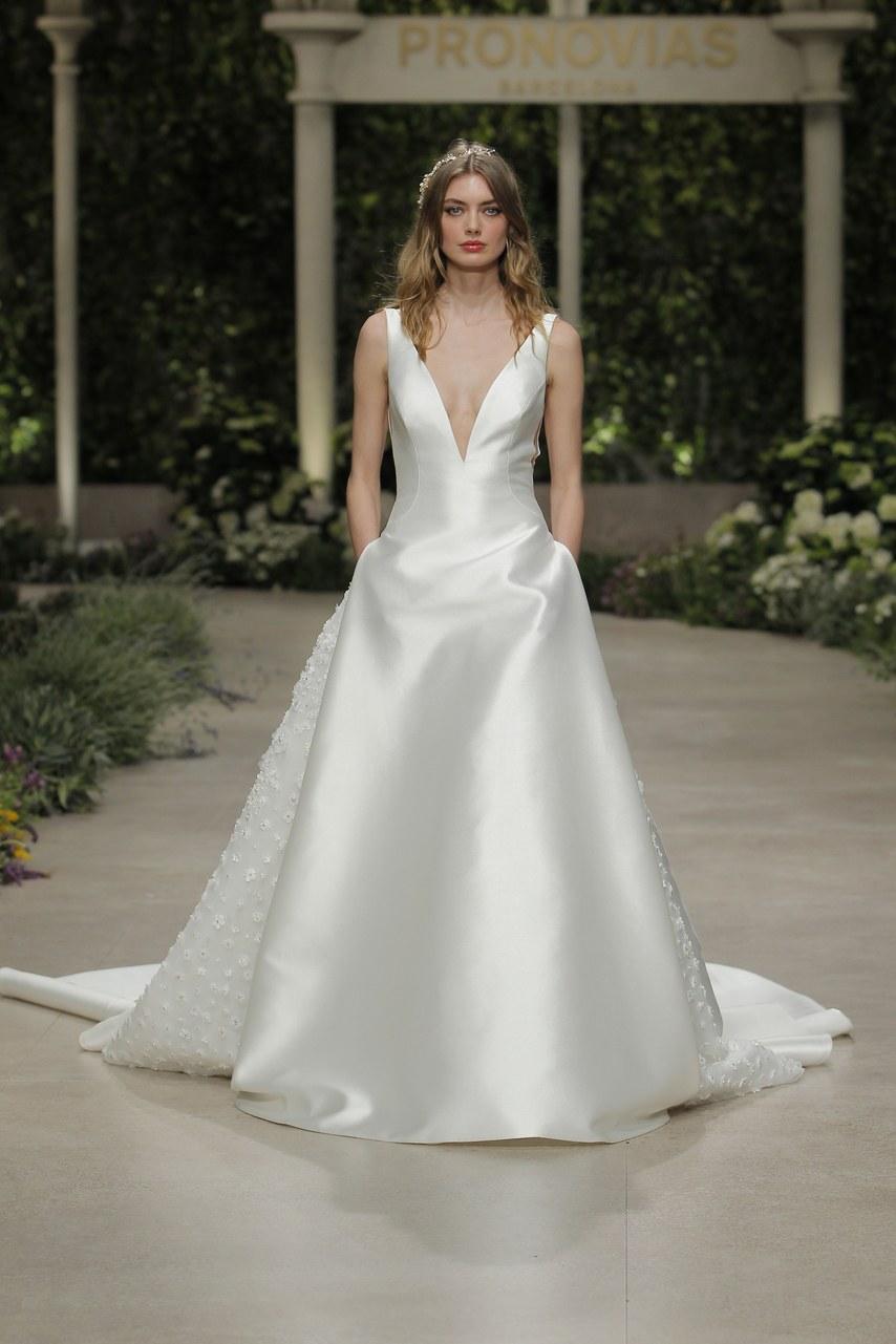 Svadobné šaty z kolekcií na rok 2019 - Obrázok č. 39