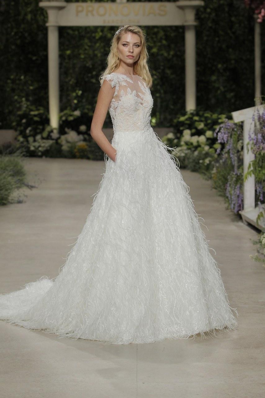 Svadobné šaty z kolekcií na rok 2019 - Obrázok č. 42