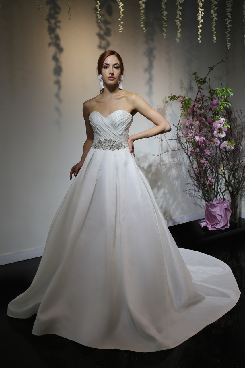 Svadobné šaty z kolekcií na rok 2019 - Obrázok č. 54