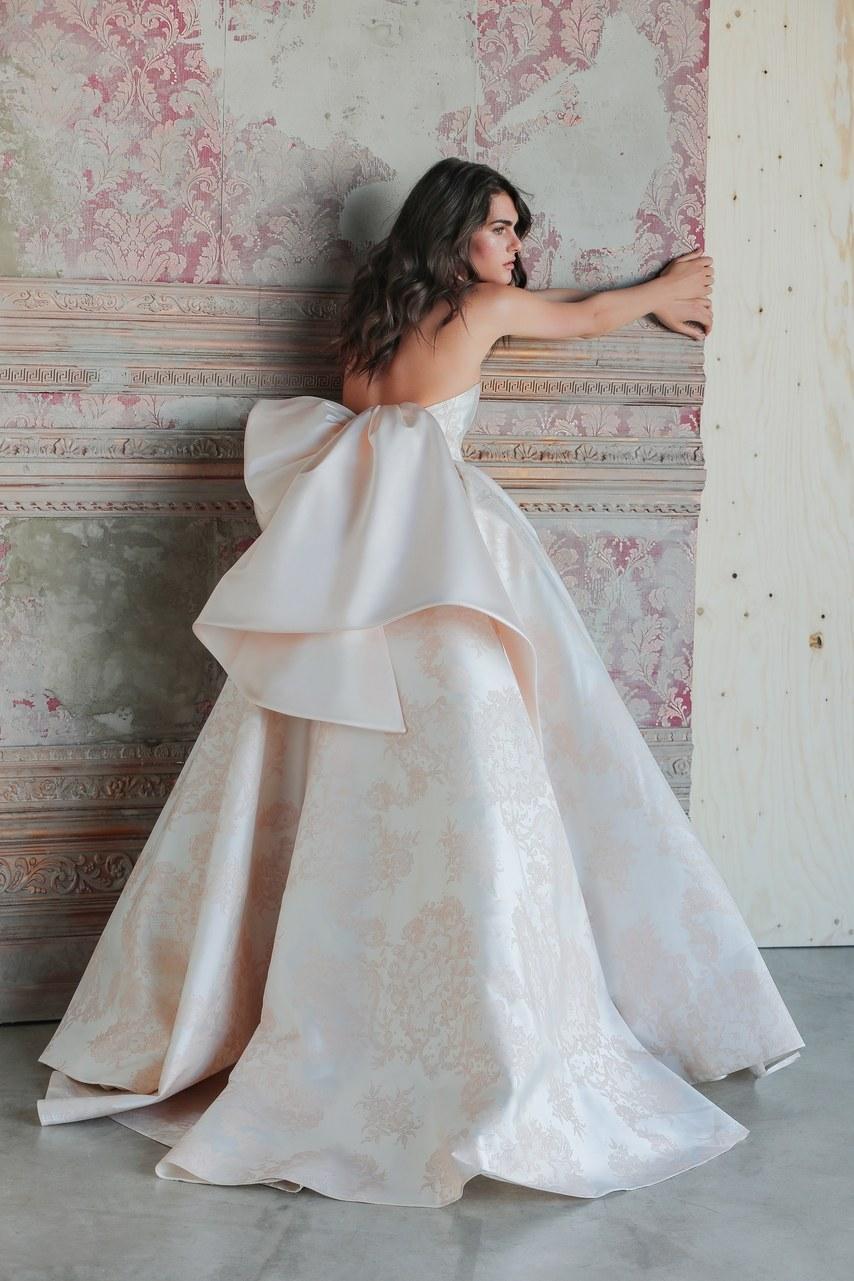 Svadobné šaty z kolekcií na rok 2019 - Obrázok č. 63