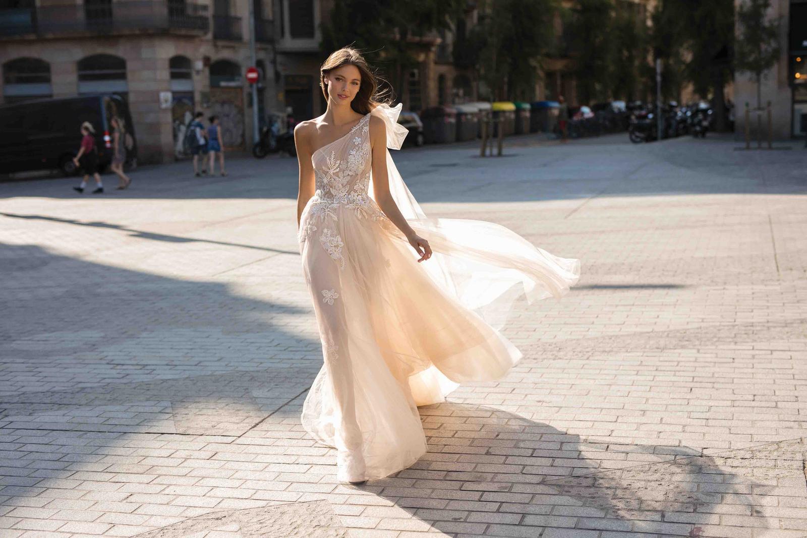 Muse by Berta * Svadobné šaty z kolekcií na rok 2019 - Obrázok č. 1