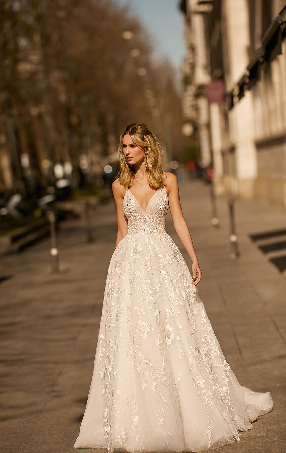Svadobné šaty z kolekcií na rok 2020 - Obrázok č. 32