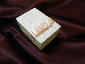 krabička na dárky pro hosty, ladí se jmenovkou