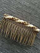 Zlaty hřebinek s perličkami,