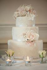 Svatební dortík, každé patro bude jiný korpus a náplň
