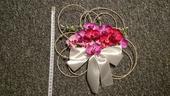 Ratanová dekorace s orchidejkou na auto,
