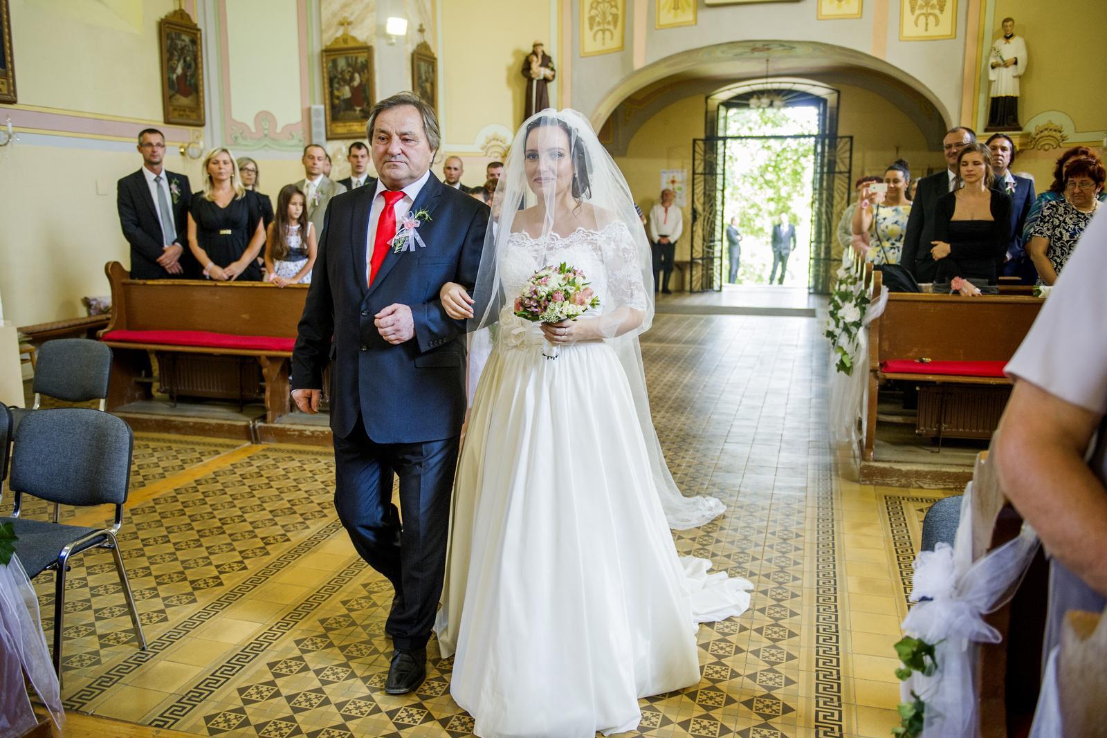 neniinka  neniinka foto v kostole bez kruhu a ta druha s kruhom e0e5f87433e