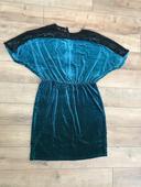Semišové šaty s čipkou, 44