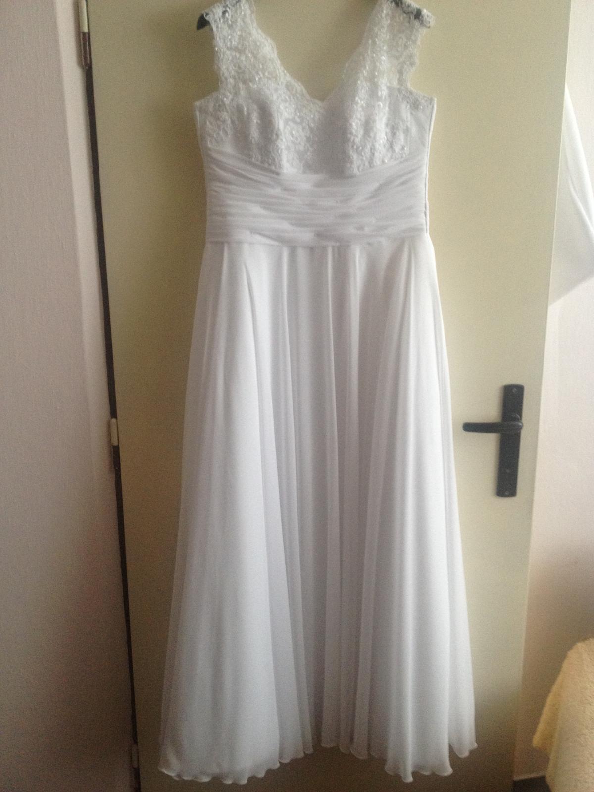 Biele svadobné šaty + bolerko a závoj - Obrázok č. 1
