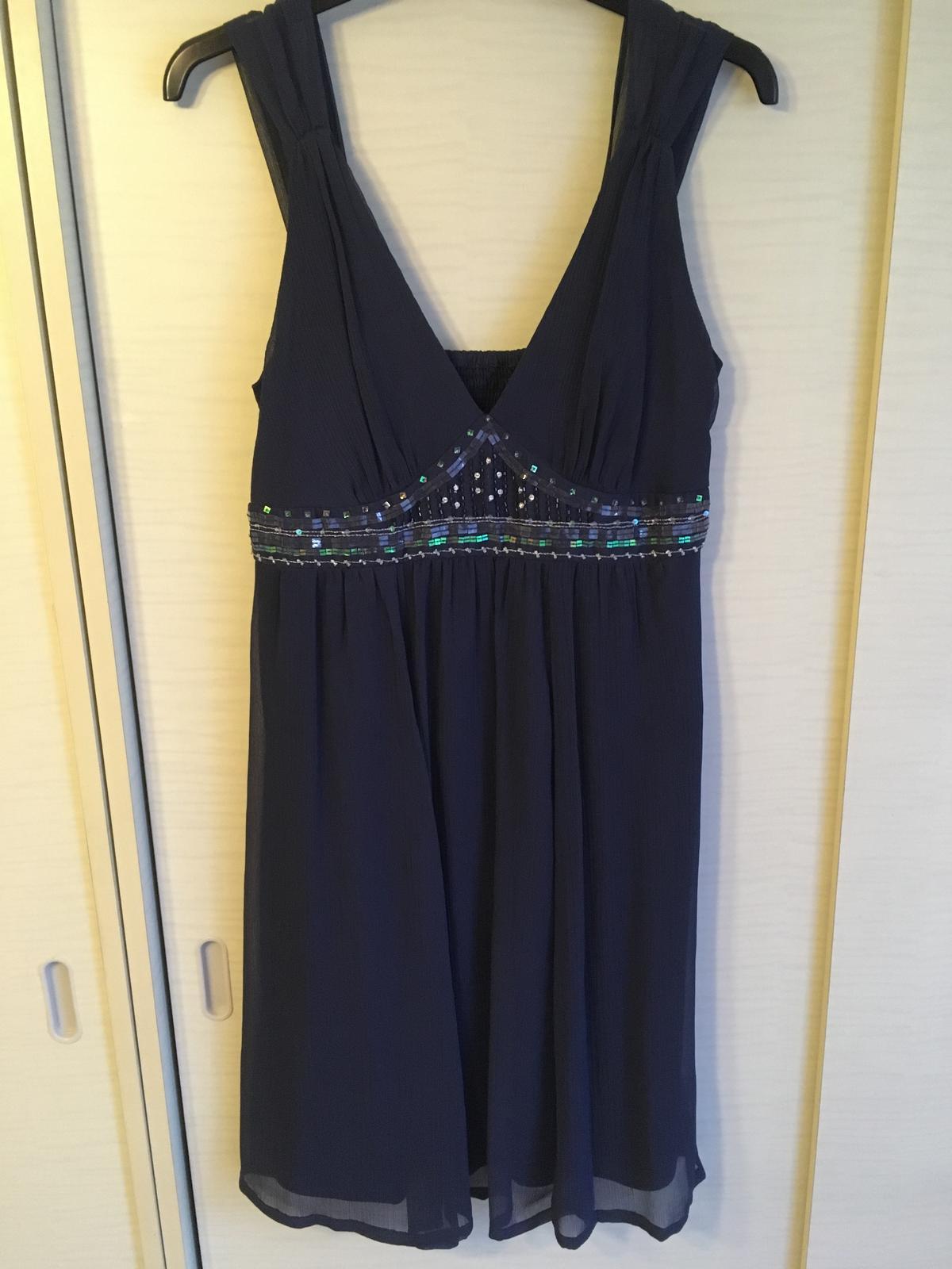Tmavomodré šaty s korálikmi a flitrami - Obrázok č. 1