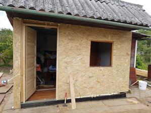 hotový predok a už aj osadené nové dvere so zárubňou