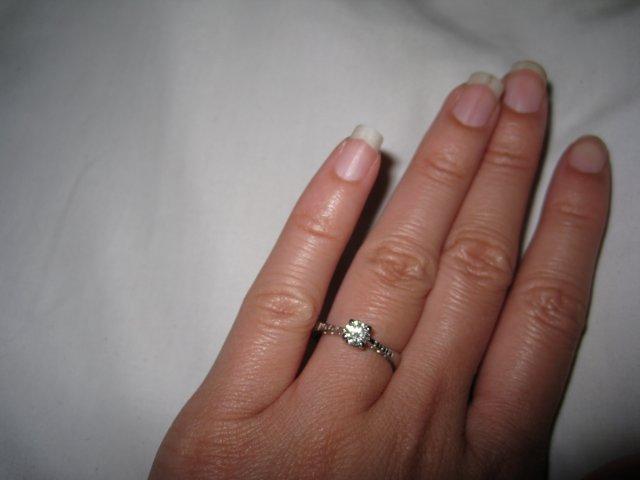 Ivetka a Janko 07.08.2010 - pripravy a skutocnost - moj prstienok, museli sme ho dat zmensit...