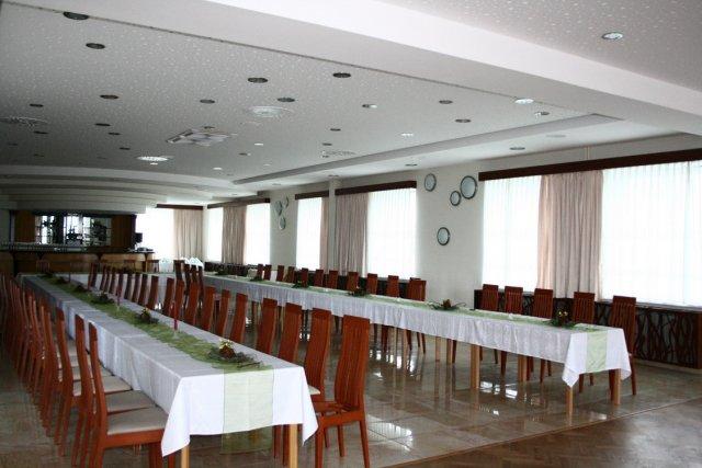 Ivetka a Janko 07.08.2010 - pripravy a skutocnost - tu bude hostina... hotel ViOn konecne prerobeny :))