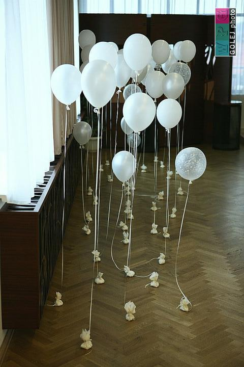 Ivetka a Janko 07.08.2010 - pripravy a skutocnost - balony nemohli chybat... deti mali radost :)