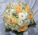 Růže s eustomou a nevěstin závoj
