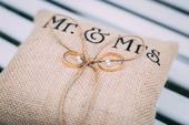 Jutový polštářek pod prstýnky Mr.&Mrs.,