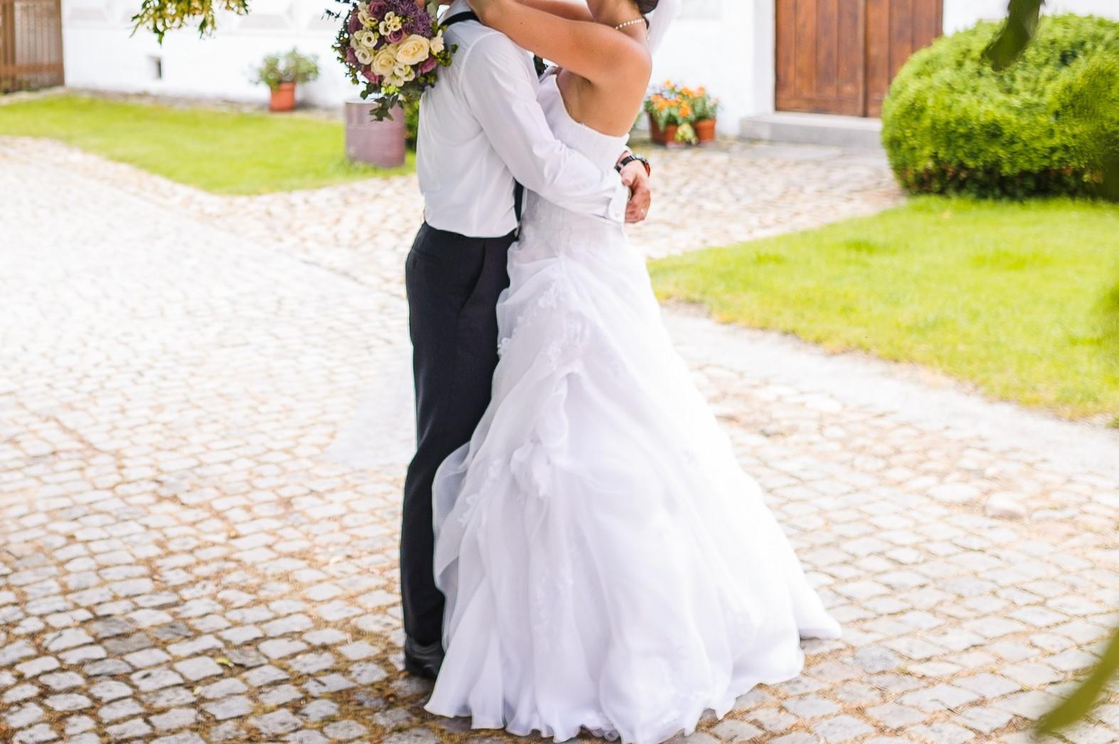 Svatební šaty velikost 38-40 - Obrázek č. 1
