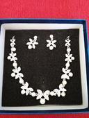 Náušnice s náhrdelníkem,