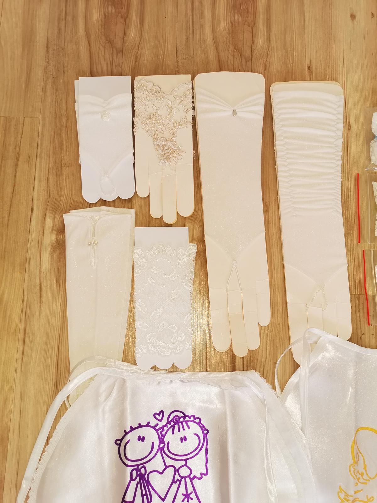 Podbradník, podvazky, rukavičky, šatky - Obrázok č. 4