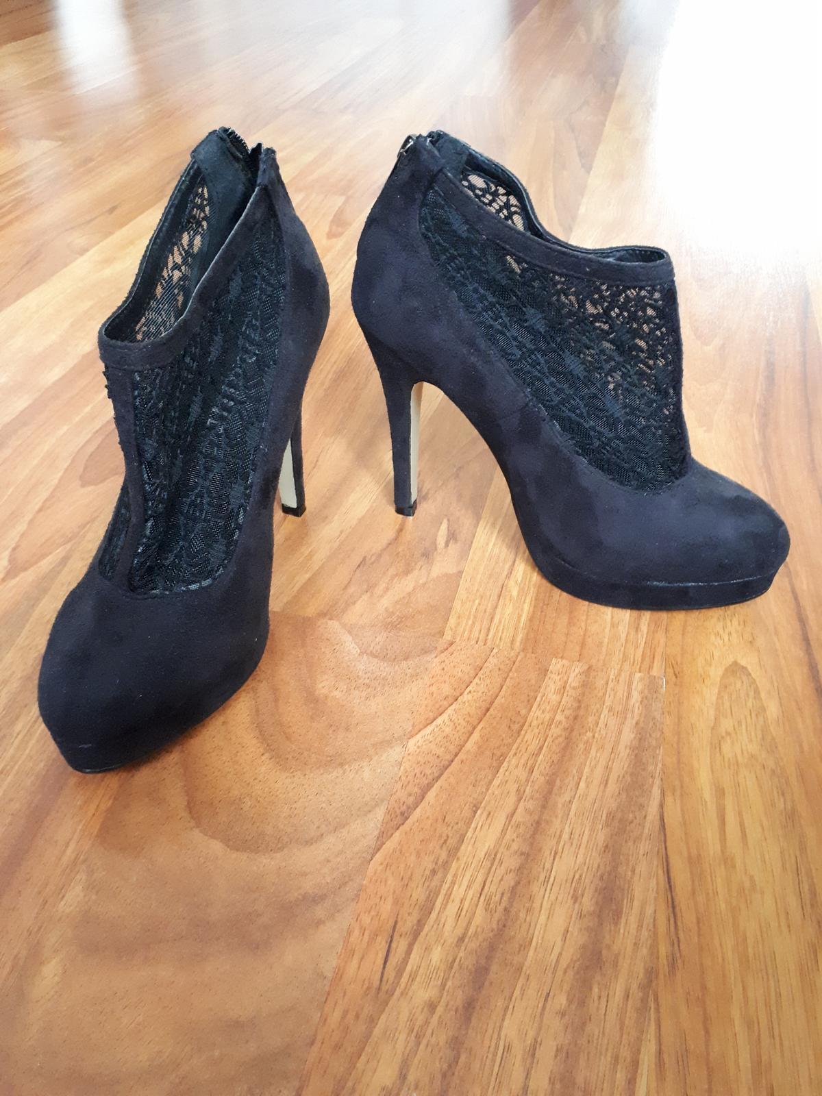 Černé boty na vysokém podpadku - Obrázek č. 1