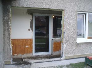 tu bude teraasa,okno na pravo pojde preč,aj so stenou
