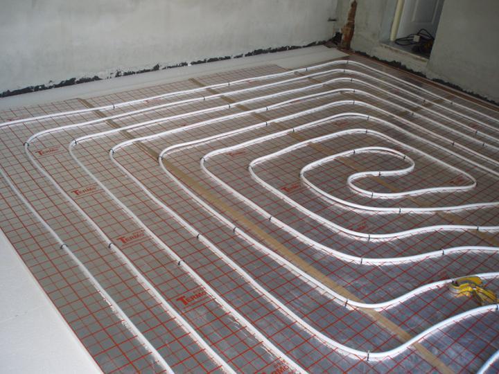 Pokračovanie rekonštrukcie,obývacka,chodba... - spiatočka z radiátora