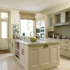Velká bílá kuchyň