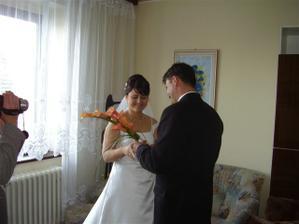 ....svadobná kytica pre nevestu pri zvítaní.....