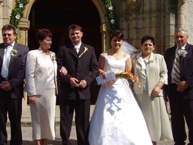 Miriam{{_AND_}}Vladimír Chalupkoví - ....spolocna foto s rodicmi po sobasi......