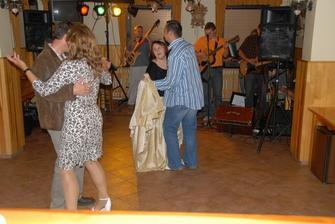 jedna taneční, fotil ženich