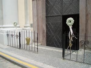 """dekorace vchodu - věnečky s """"gypsou"""""""