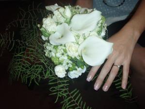 Zásnubní kytička a můj zásnubní prstýnek