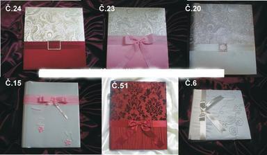 ..svatební album - jak jinak než růžové a naše :)