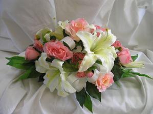 kvetinova dekorace na stul