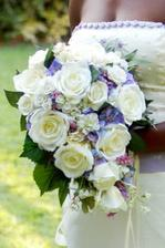 svatebni kytice...podobnou budu mit, bile ruze v kombinaci s modrymi singapurskymi orchidejemi..uvidime