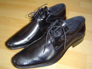 právě koupené boty pro miláčka
