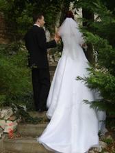 novomanželé se loučí