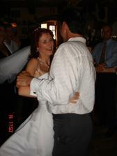 ... i s efektní otočkou, manžel závodně tančil, to se nezapře:))