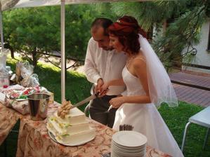 krájení dortu společnou rukou